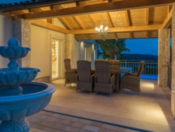 Istra, Poreč, luksuzna vila s bazenom i uređenom okućnicom