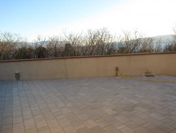 Novi Vinodolski, novogradnja, 2s+db, terasa i okućnica