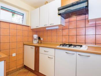 Mošćenička Draga, prekrasna kamena kuća s 2 stana i garažom