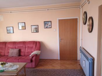 Marinići, kuća s 2 stana, garažom i lijepom okućnicom