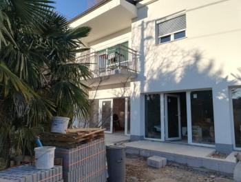 Kostrena, 1s+db, terasa i okućnica, 47.000€/hrk