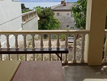 Novi Vinodolski, 2-sobni stan s velikom terasom, pogled na more
