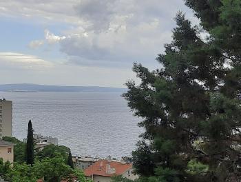 Rijeka, Krimeja, moderan 2-sobni stan s db, velika lođa