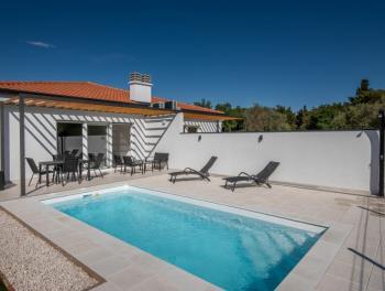 Istra, okolica Umaga, novogradnja, dvojna kuća s bazenom