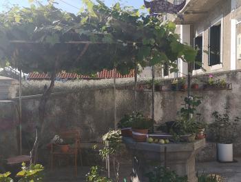Rijeka, Sušačka Draga, kuća s 2 stana i okućnicom, 90.000€/hrk