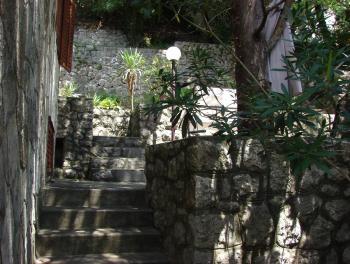 Jadranovo, samostojeća kuća od 130m2 s 2 stana