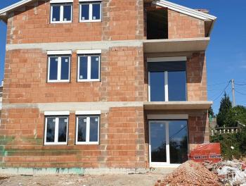 Viškovo, Saršoni, novogradnja, 2-sobni stan s db, 75.000€/hrk