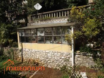 Rijeka,  Bulevard,  120m2, etaža vile s garažom, zimskim vrtom i malom okućnicom