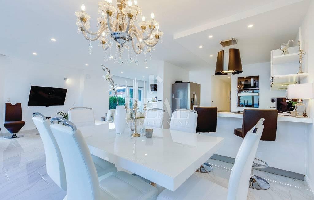Kostrena, luksuzni stan 2S+DB, 120m2, mogućnost sezonskog najma!!