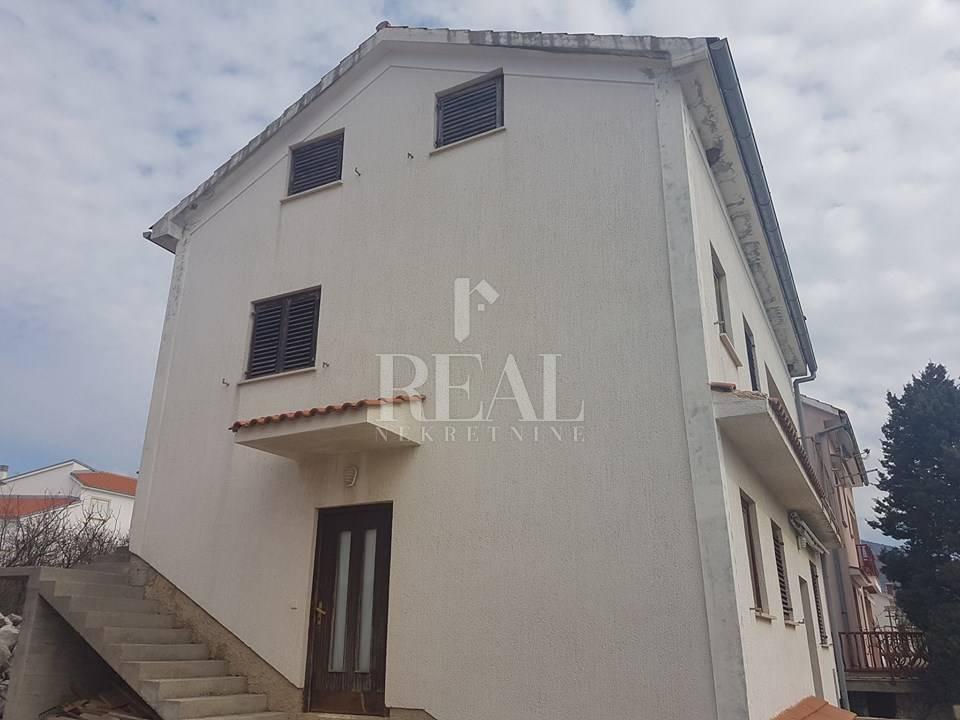 Novi Vinodolski, samostojeća kuća od 252 m2