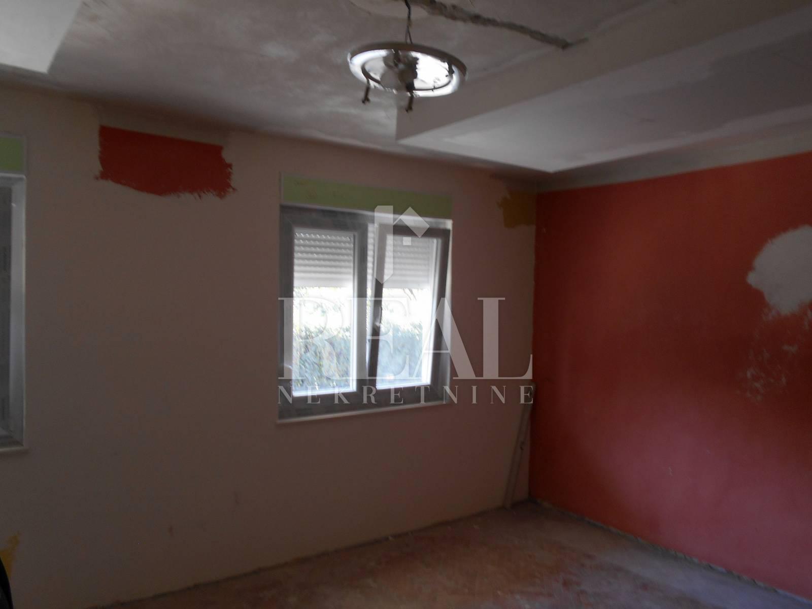 Kastav-kuća u nizu-devoetažni stan novouređen i namješten,  168 m2!
