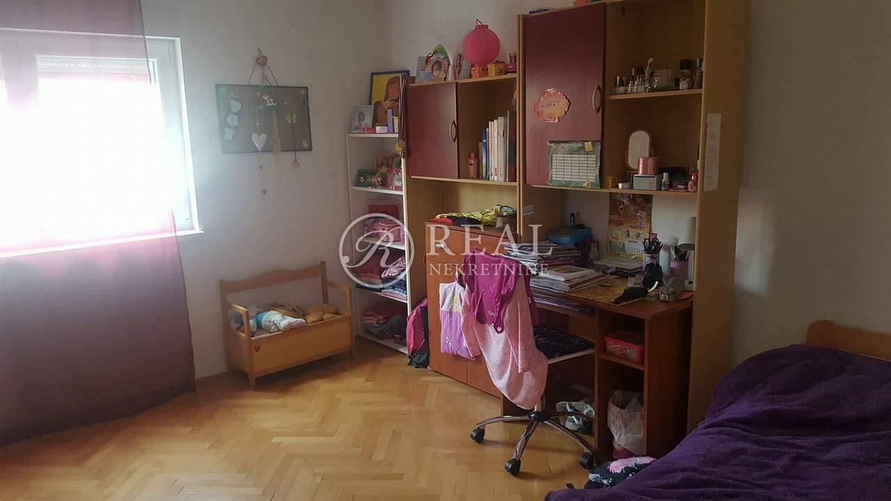 Samostojeća kuća P+2 na Gornjem Zametu od 406.86 m2!