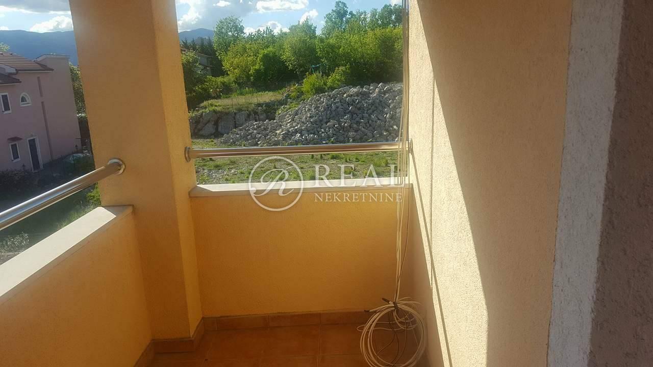Lijepa samostojeća kuća od 250 m2 na Rešetarima!