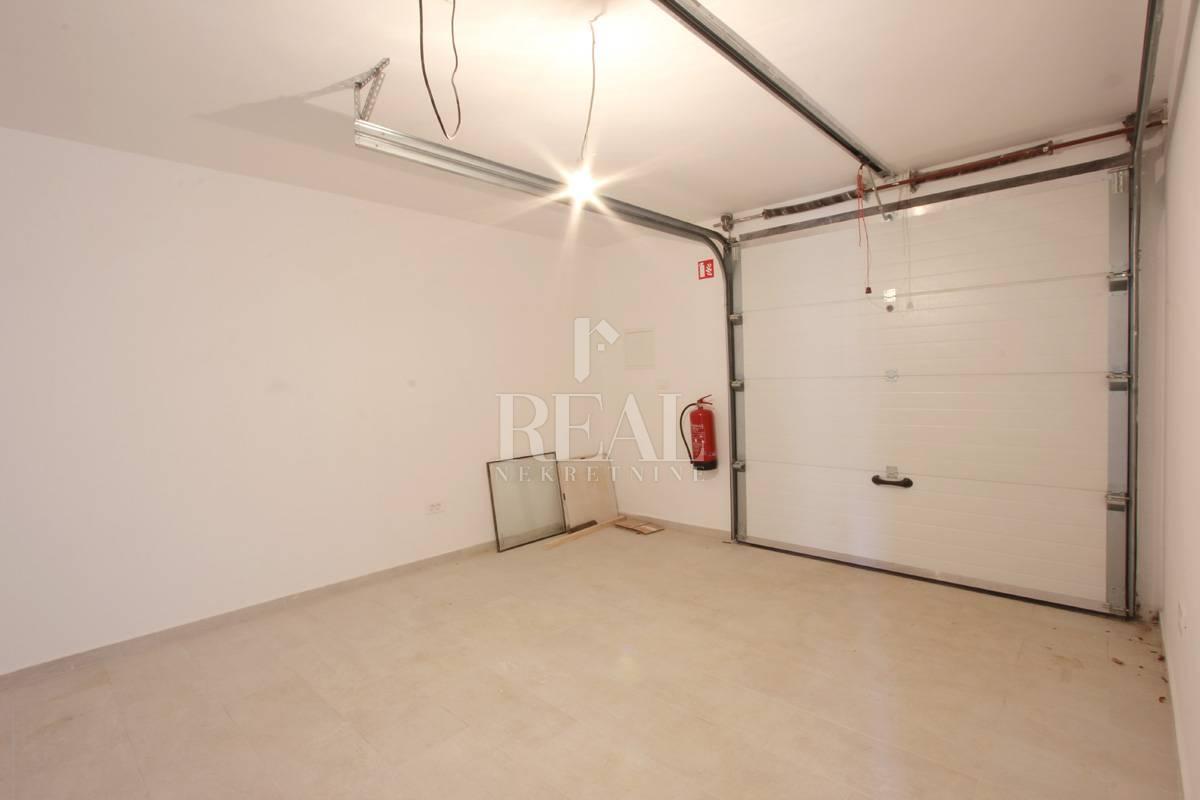 Prodaja garaže na Kastvu-Brestovice 23m2