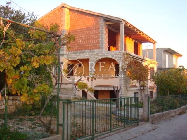 Prodaja kuće  u Banjolu S+P+P1