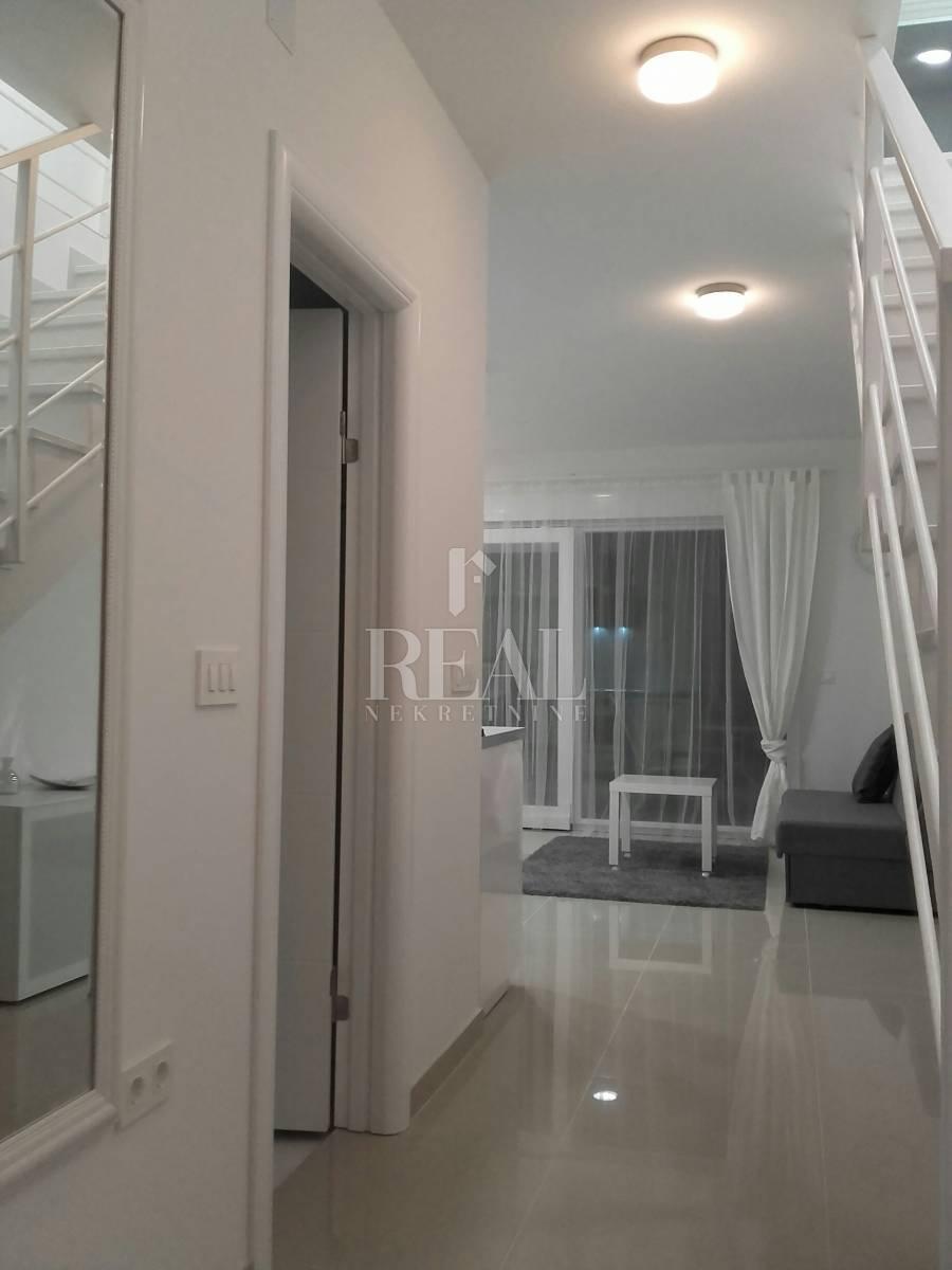 Novalja stan u villi, 158 m2,4S+DB