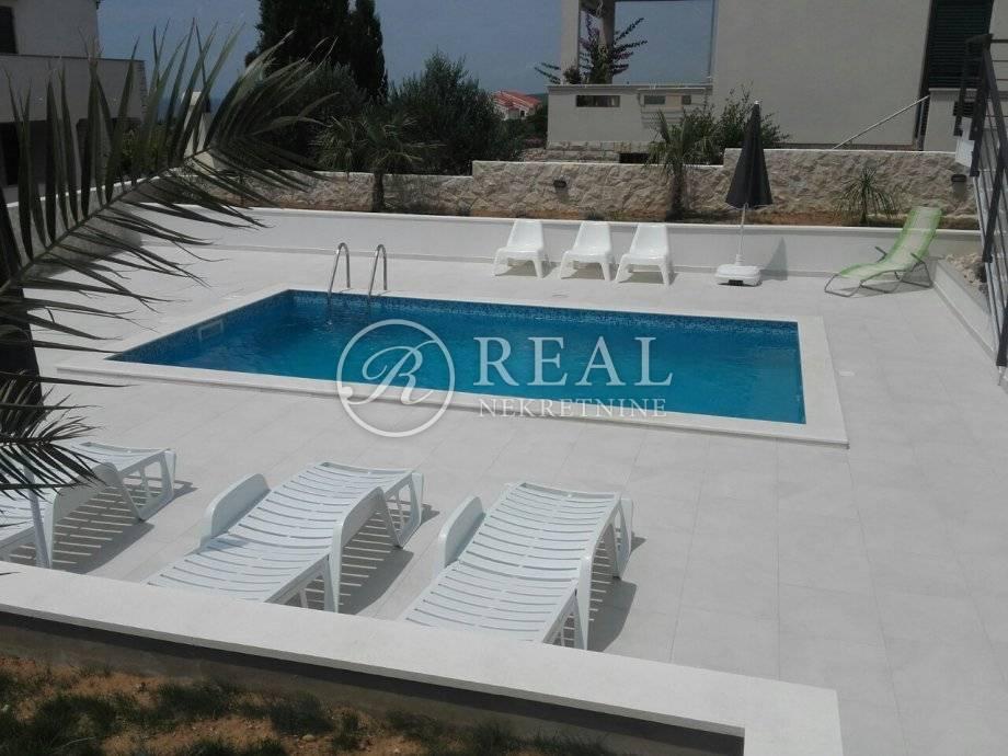 Villa sa bazenom,4 apartmana,326 m2okućnica 660 m2