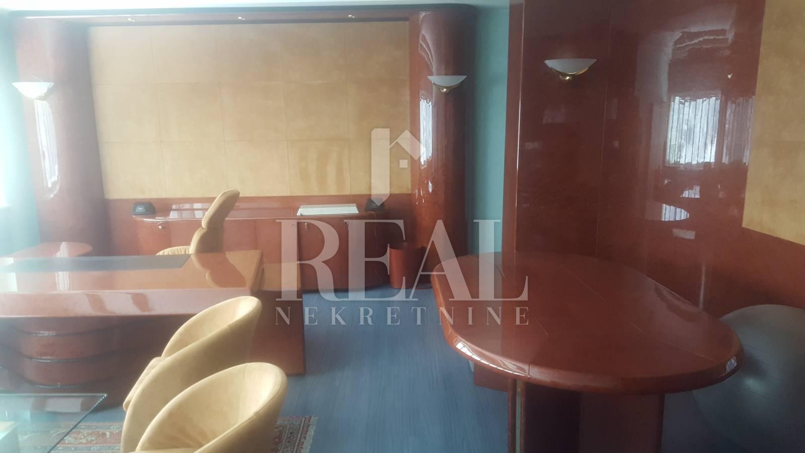Prodaja poslovnog prostora na Škurinju 2902m2