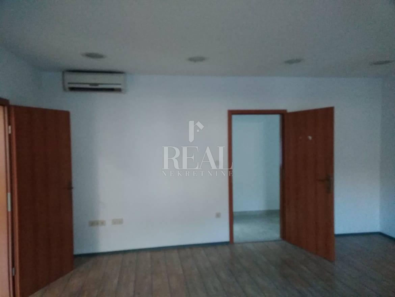 Poslovni prostor za najam -2 kancelarije  66.80 m2 na Sušaku