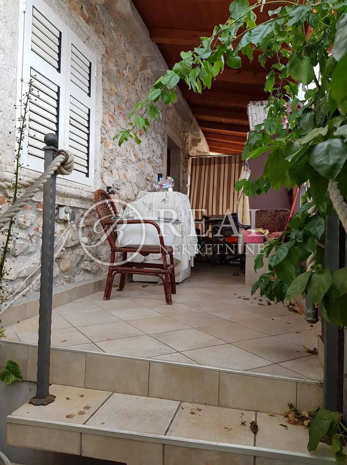 Kuća,166 m2 sa 3 studio apartmana,3 sobe i 7 kupatila