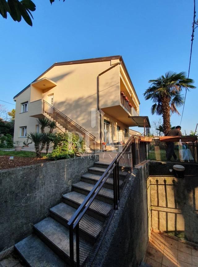 Rijetkost u ponudi Kuća 220 m2,okućnica,pogled na more