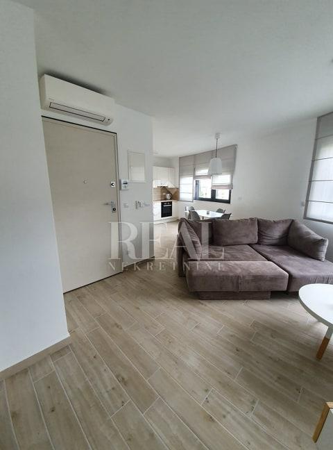 Za poslovne ljude novi stan 45 m2,1S+DB,parking