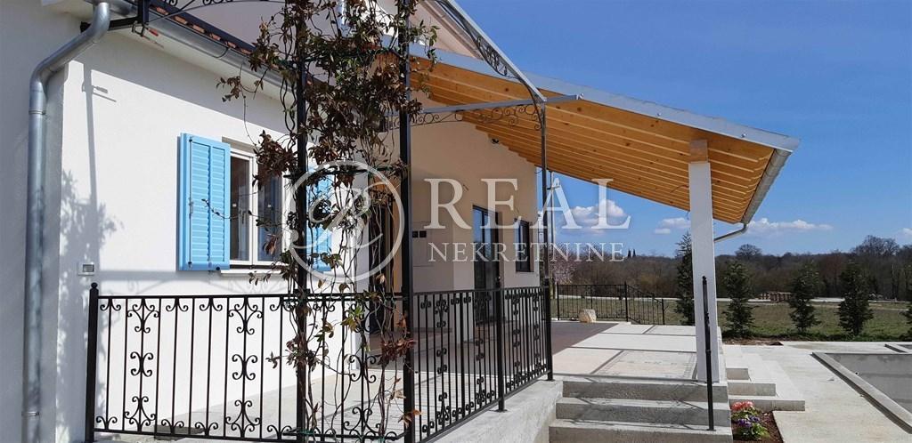 Villa s bazenom, 195 m2, Kanfanar-Žminj! Mogućnost kupnje 1800m2 urbaniziranog zemljišta!!