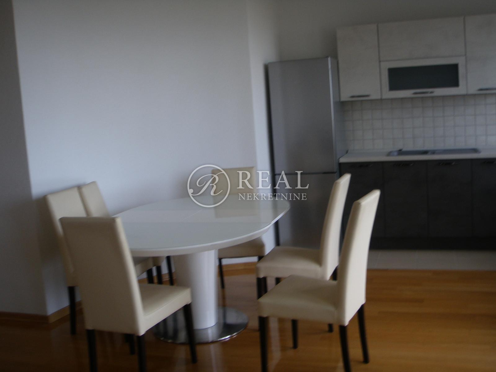 Luksuzni stan 125 m2 4S+DB, dva velika balkona, Kozala