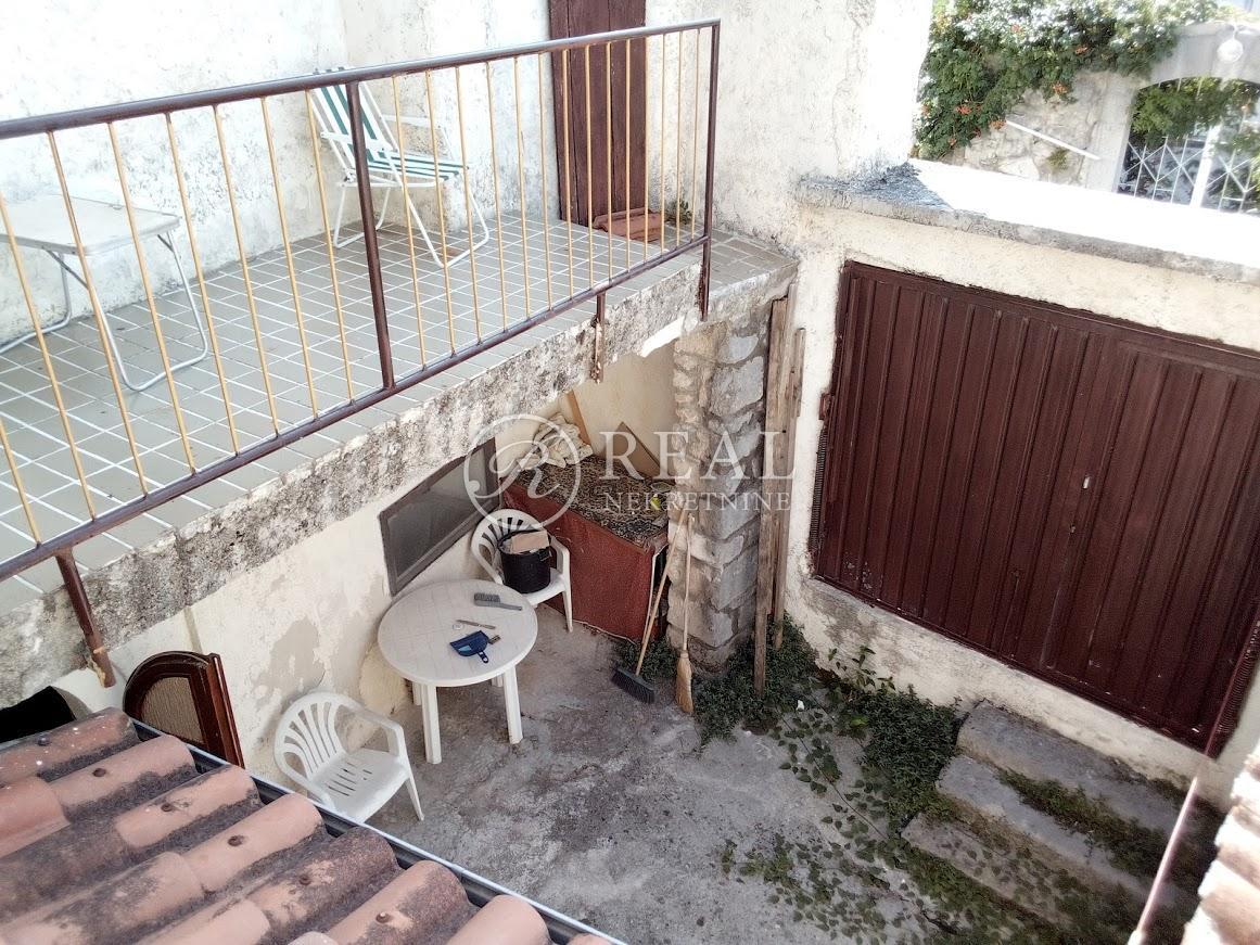 Kuća sa pogledom 108 m2, 2 stana, Grižane