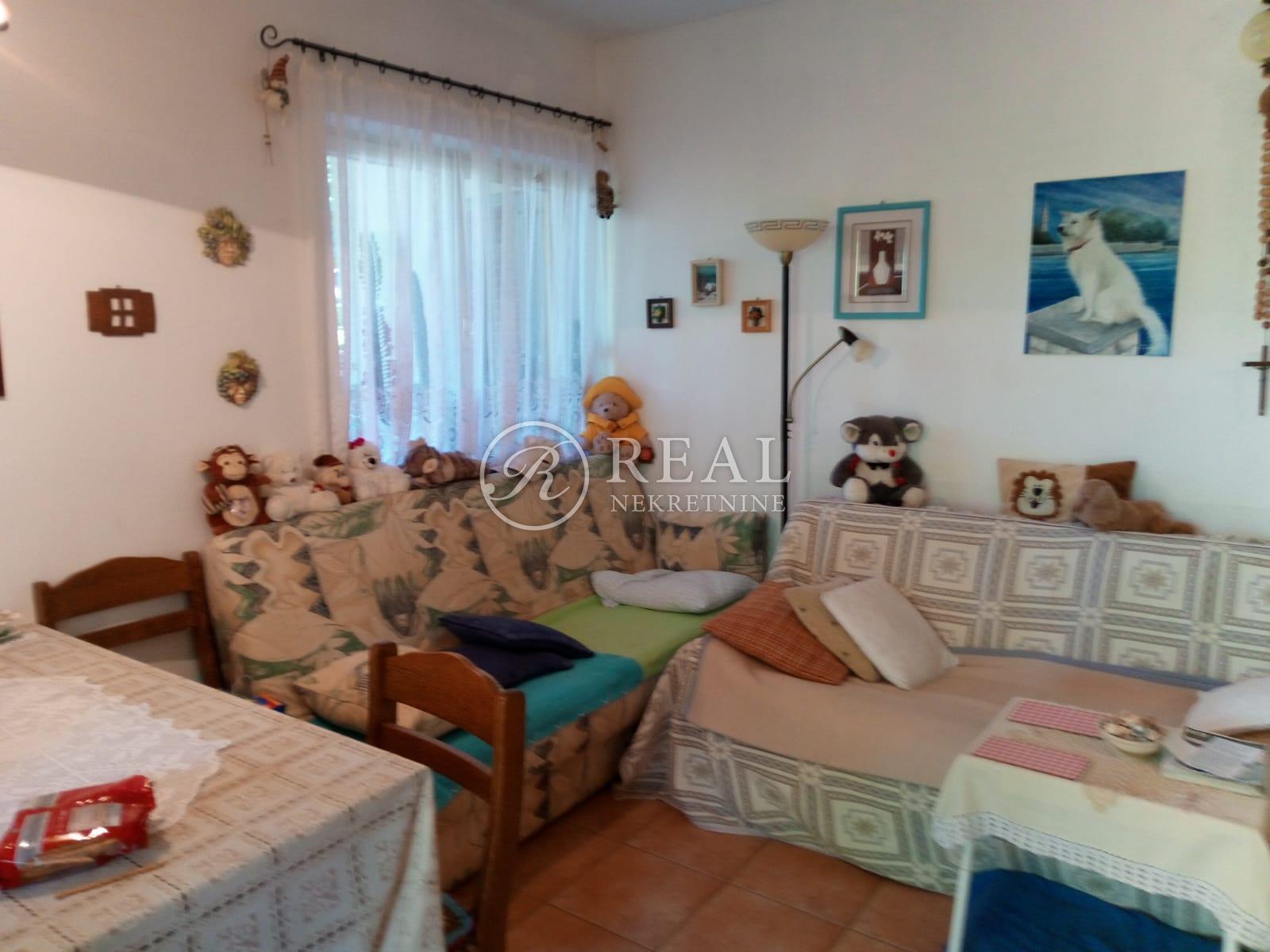 Odličan stan, 50 m2 + okućnica,Poreč