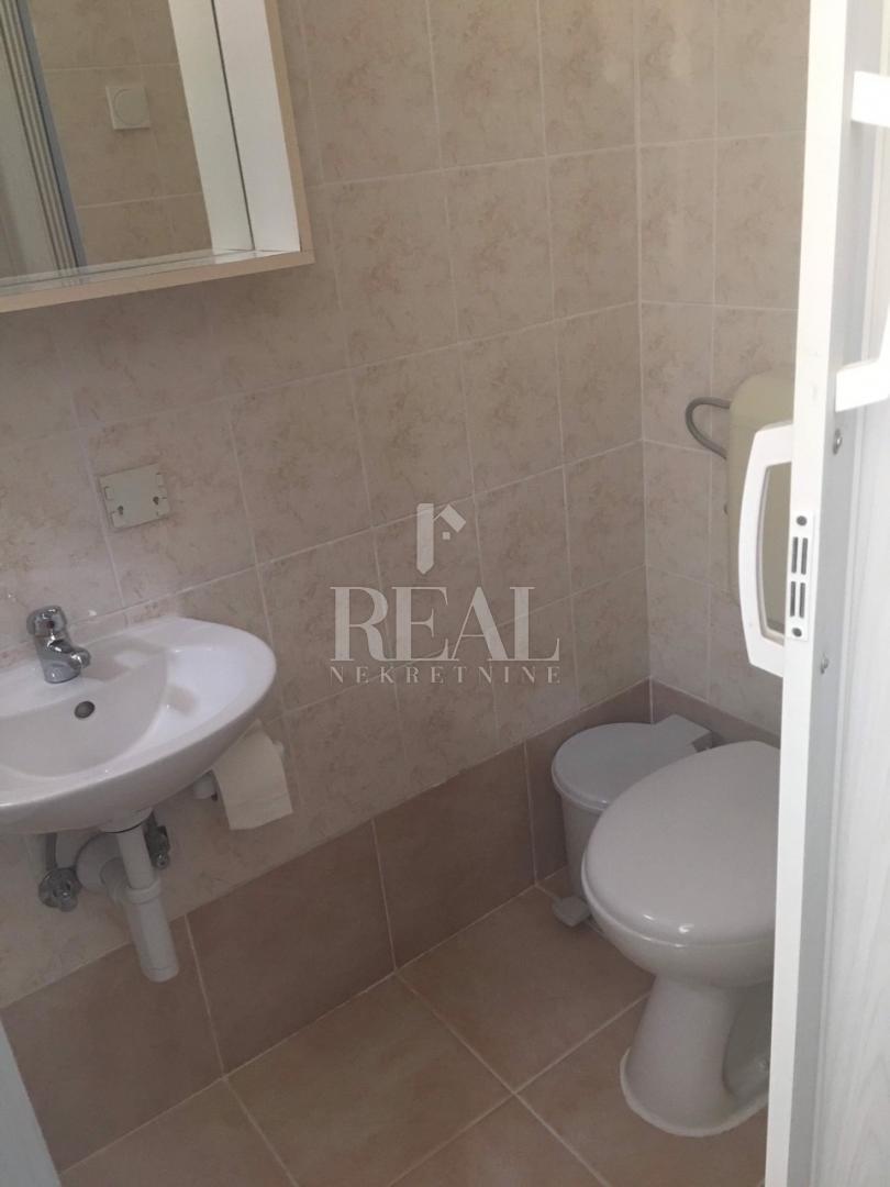 Najam sobe s kupaonicom u Jadranovu  16m2