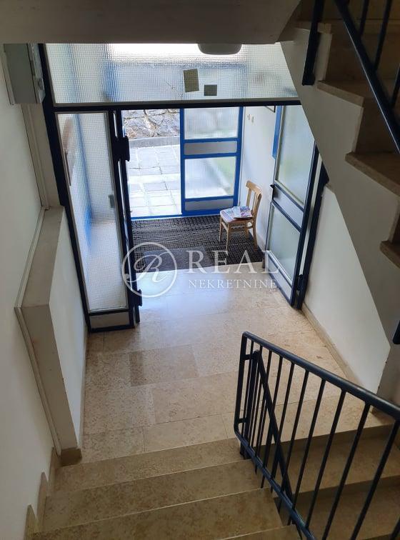Rešetari,stan za najam 61 m2,2SKL,balkon