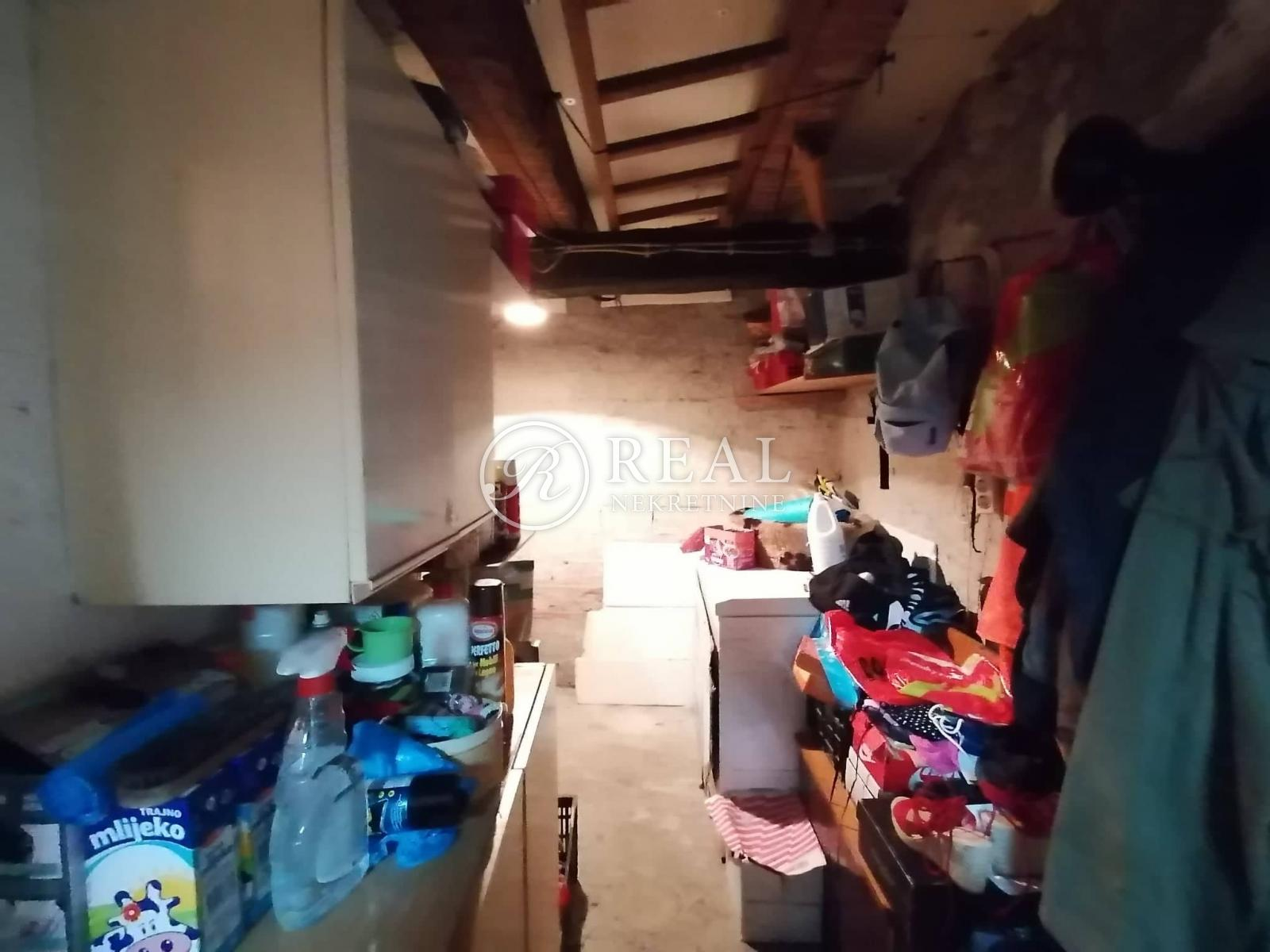 Kuća 96 m2, P+1, garaža, vrt, Klana