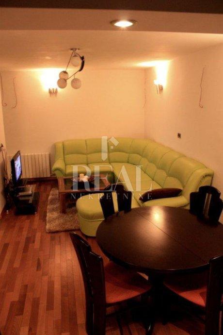 Prodaja adaptiranog stana na Krnjevu 2S+DB  74M2