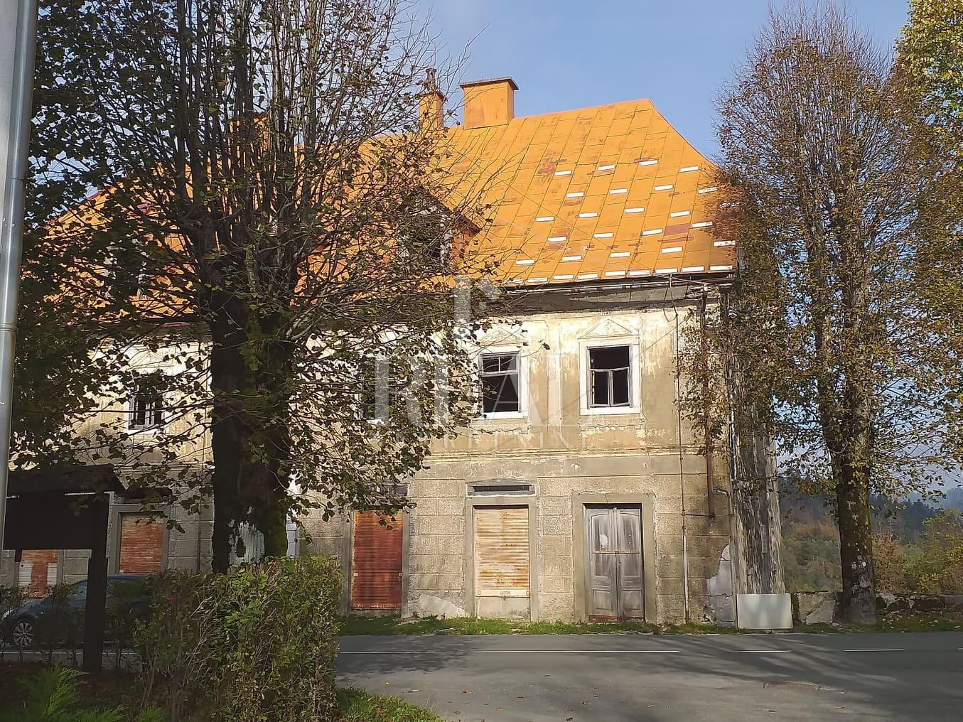 Prodaja kuće za kompletnu adaptaciju u Fužinama  912m2