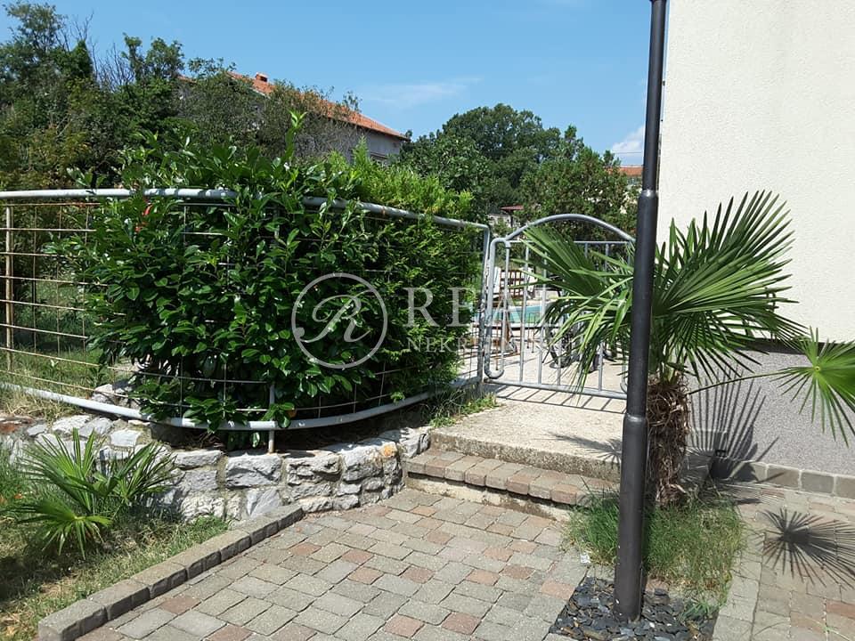 Prodaja etaže kuće s vanjskim bazenom  150m2   3S+DB