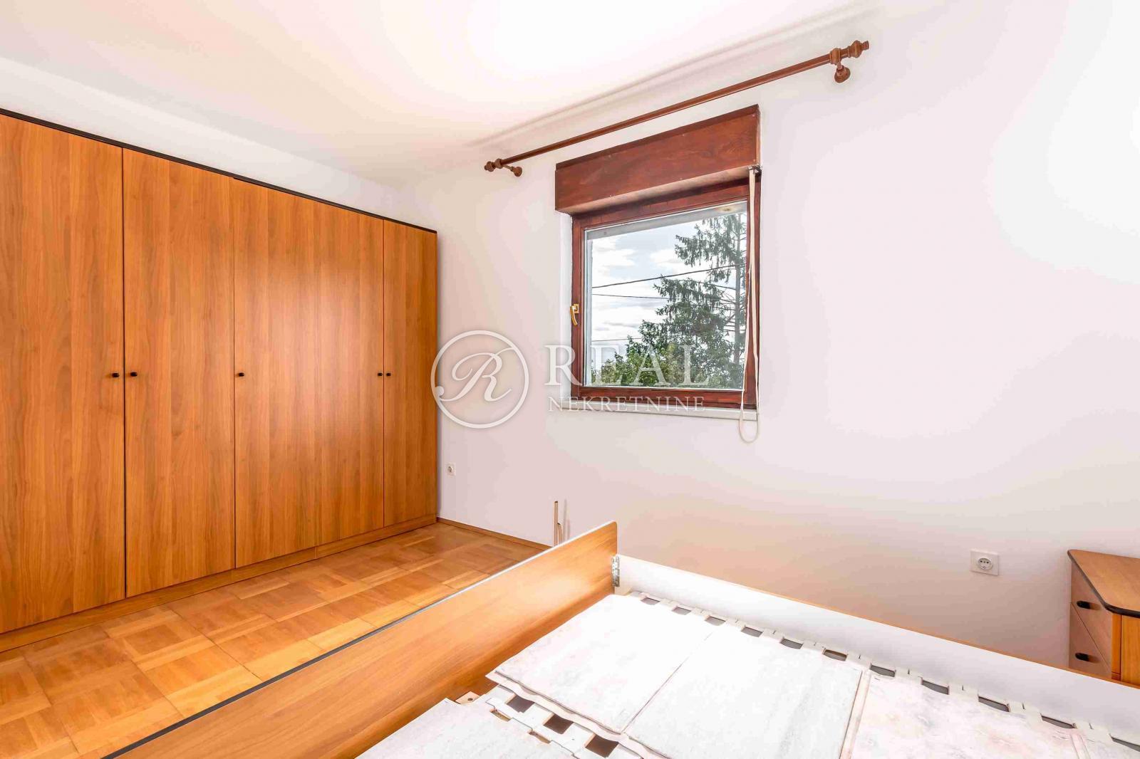 Predivna kuća, 220 m2 + okućnica,Opatija