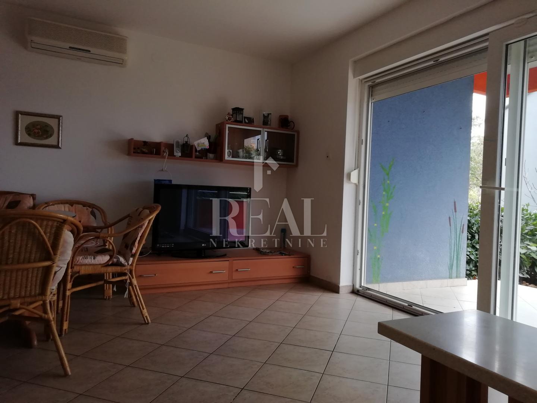 Čižići, 2S+DB od 64 m2 sa balkonom i okućnicom
