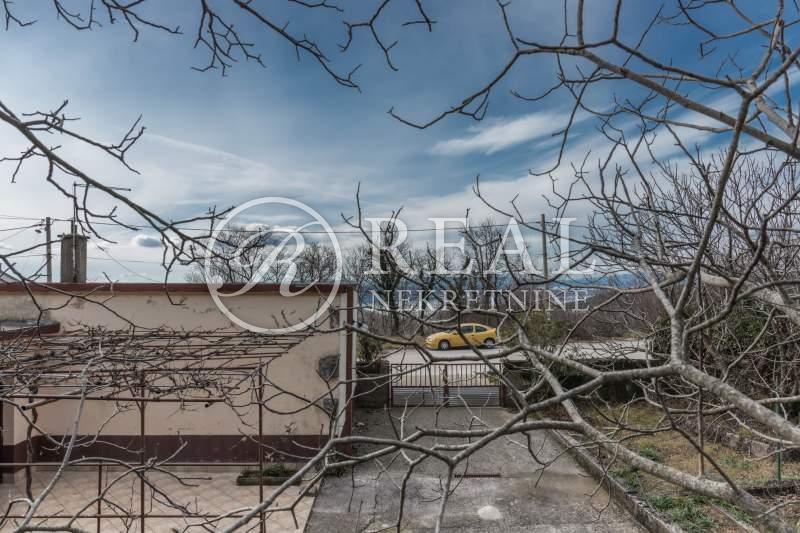 Kuća 80 m2, okućnica 658 m2, Grižane