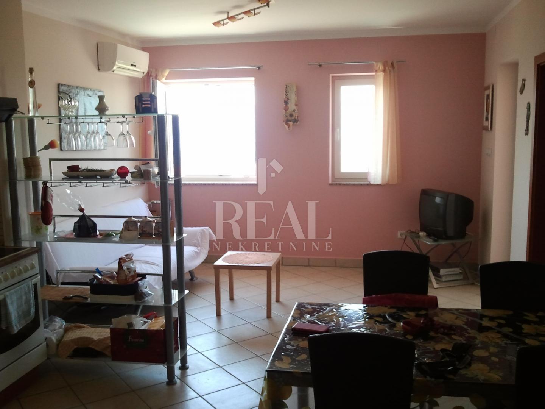 Odličan apartman, 53,50 m2 + 30,46 m2, 2S+DB, Smokvica