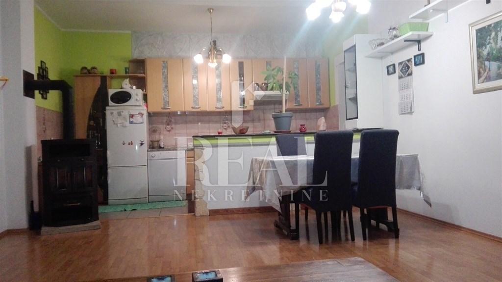 Prodaja komforne etaže u kući na otoku Krku   140 m2  3S+DB