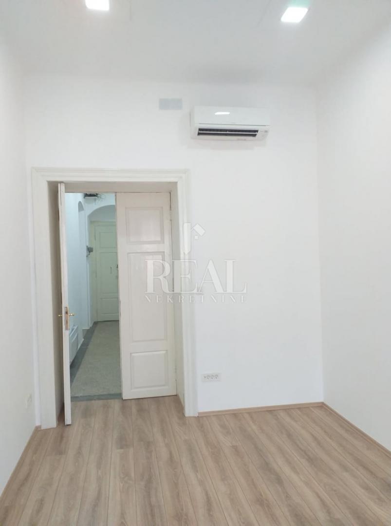 Zakup novoadaptiranog poslovnog prostora u centru grada 15 m2