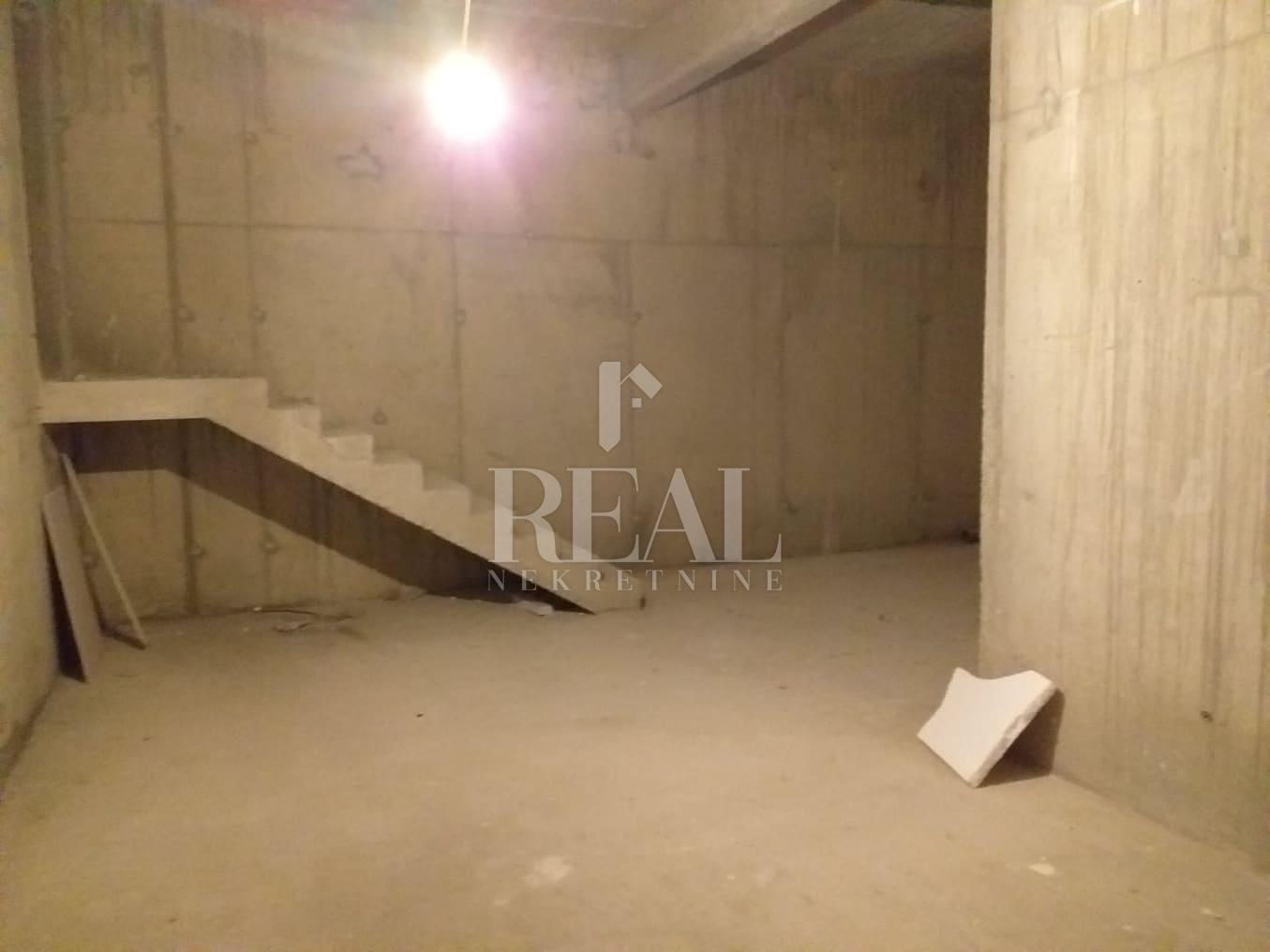 Poslovni prostora za zakup na Donjem Zametu  108 m2