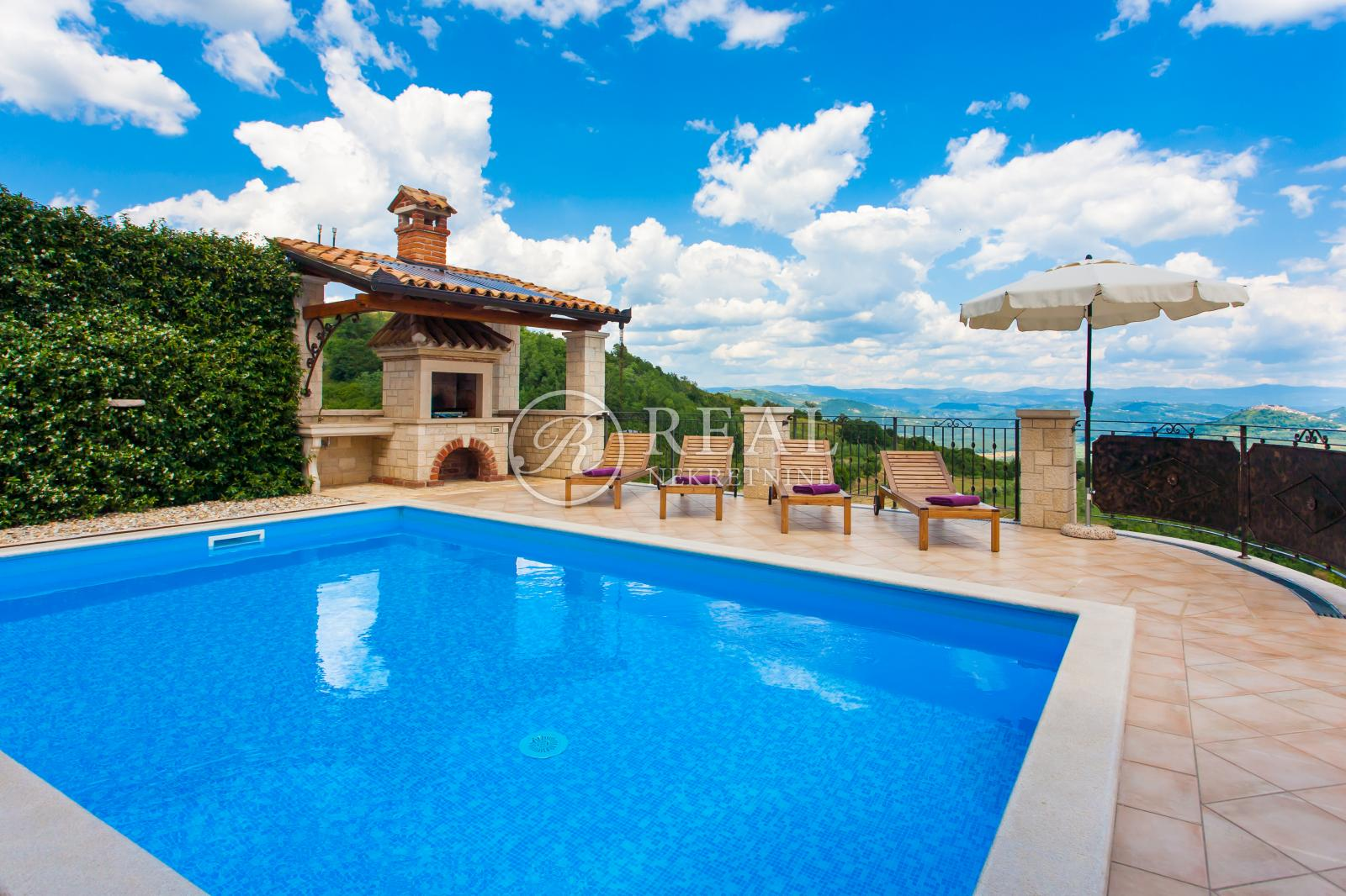 Vila sa bazenom,178 m2,okućnica 780 m2