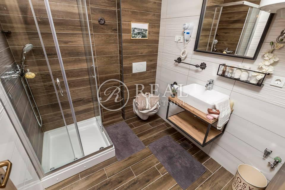 Prodaja kompletno adaptiranog i novouređenog stana u centru grada 85 m2