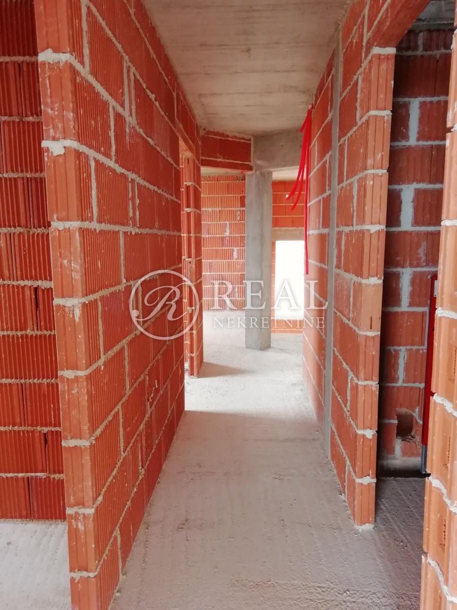 Njivice, stan u novogradnji od 125 m2 sa predivnim pogledom, 4S+DB