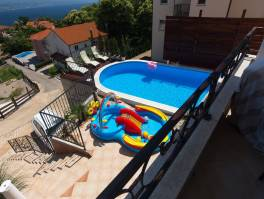 Dvojna vila od 270 m2 sa bazenom i predivnom okućnicom 422 m2