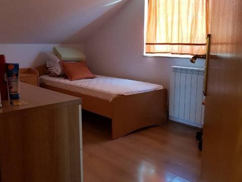 Mali Lošinj,stan u potkrovlju,95m2,2S+DB