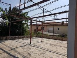 Gornji Zamet, kuća sa tri stana,300 m2,ogromna terasa,okućnica