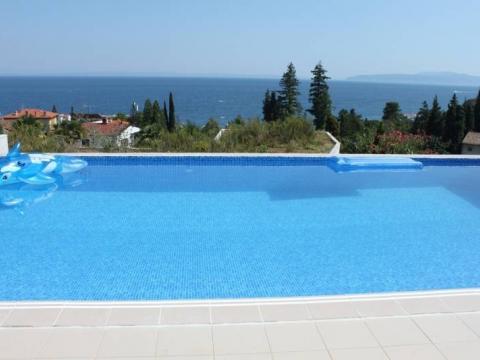 Predivna ekskluzivna vila sa bazenom ,900 m2,okućnica bazen